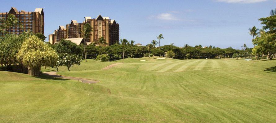 ハワイのゴルフは昼からまわる!